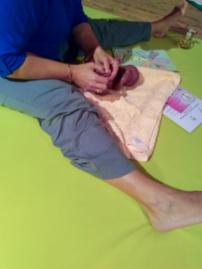 La réflexologie aide les assistantes maternelles